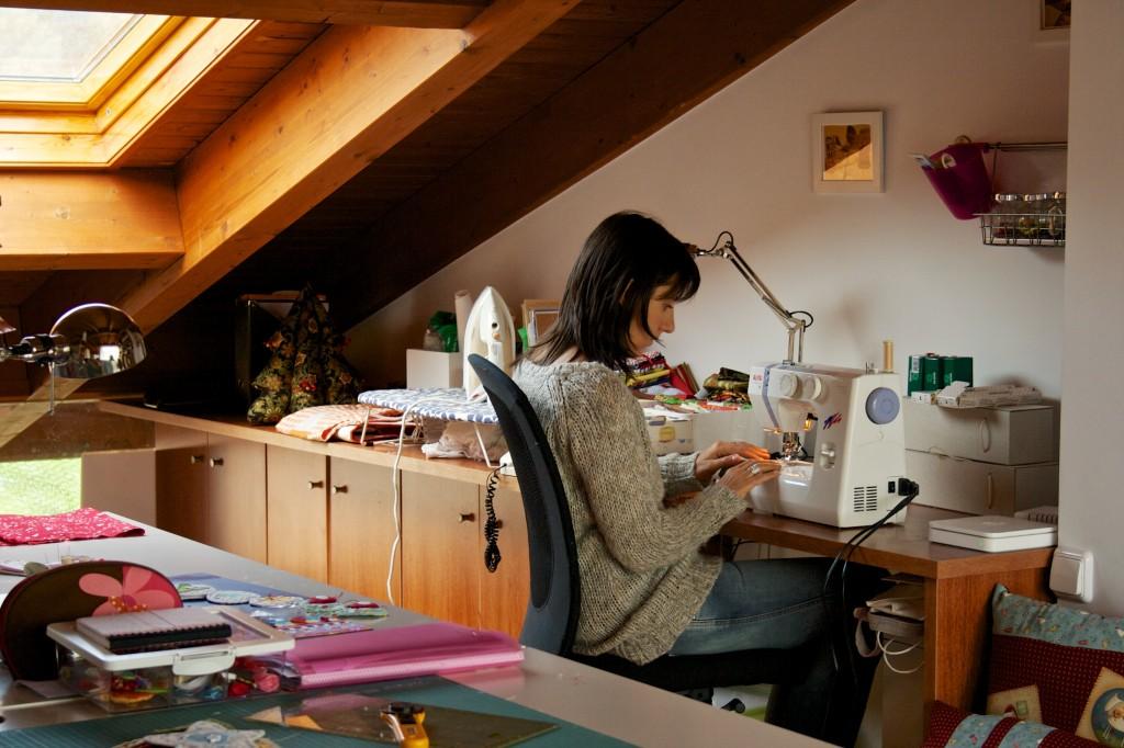 En el estudio con la máquina de coser